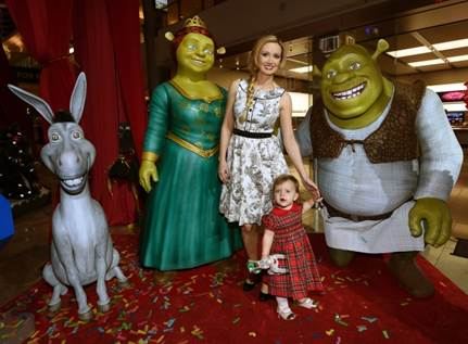A mother and daughter pose with the cast of Shrek